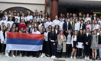 """Dodik sa učenicima i profesorima Gimnazije """"Nikola Tesla"""" u Budimpešti"""