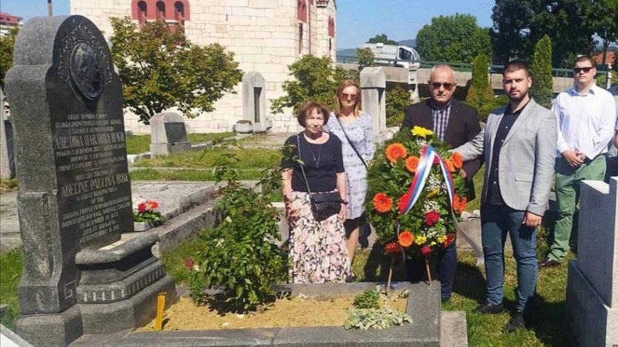 Delegacija Gradske uprave Istočno Sarajevo položila vijenac na spomenik Mis Irbi (FOTO)