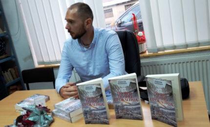 "U Sokocu promovisan roman ""Grumen podno Prokletija"""